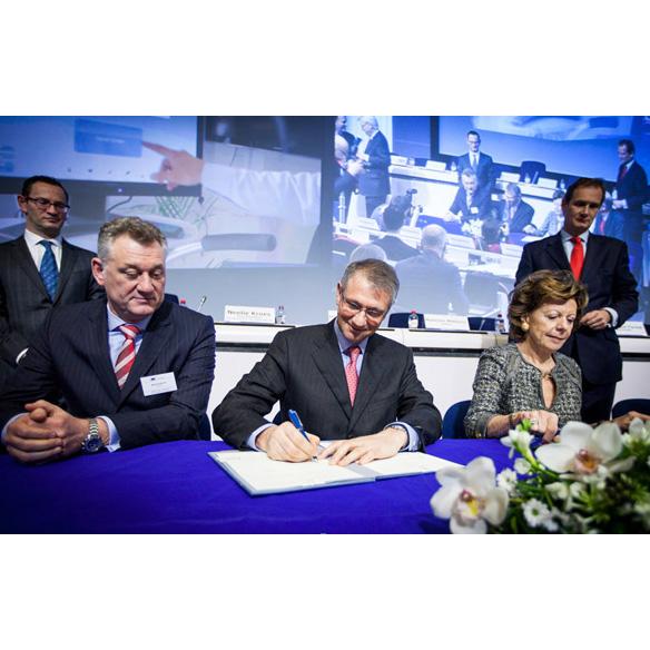 El sector público y privado se unen. Re-industrialización de Europa de forma inteligente