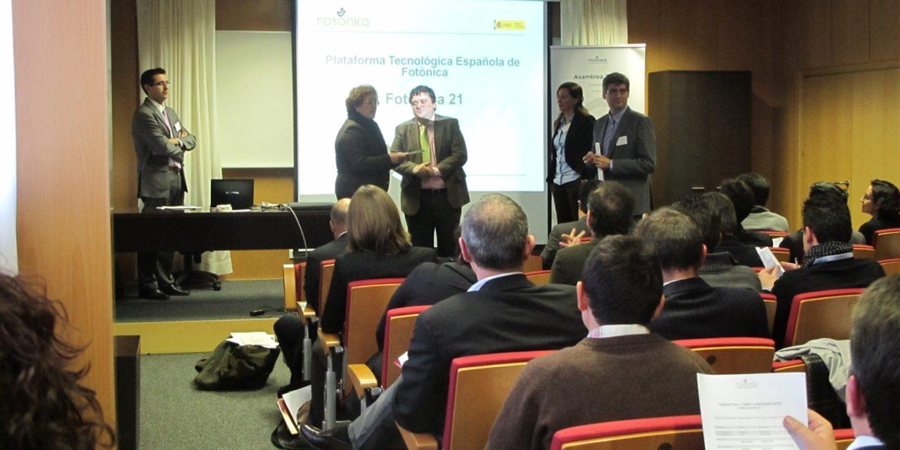 Fotónica21 hace entrega del estudio sobre 'El sector de la fotónica en España' al MINECO