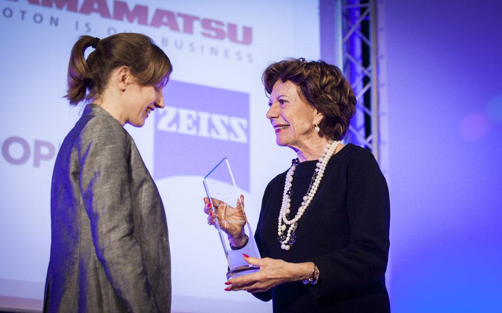 Olga Malinkiewicz, investigadora del ICMol, gana el 'Photonics 21 student award'